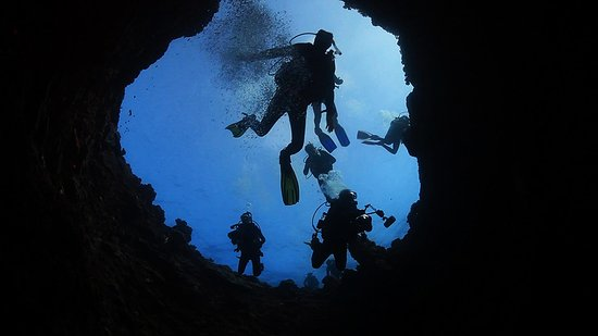 Diving the 'Blow Hole' on Lady Elliot Island