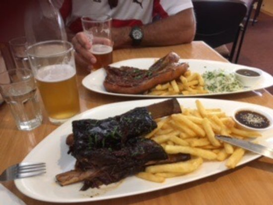 Dixons Creek Cafe Bar & Grill: The best slow cooked beef ribs and pork belly we have ever had. Falls off the bone and melts in