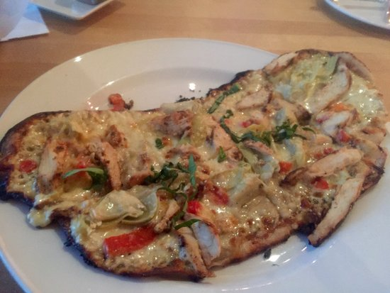 Bedford, NH: Chicken Flatbread with sparse toppings and charred edges