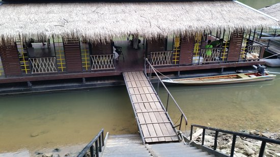 River Kwai Resotel : lots of stairs to climb to get on shore from dock - good thing luggage is brought to room