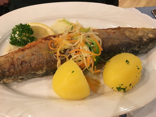 Gaienhofen, Almanya: Grilled fish