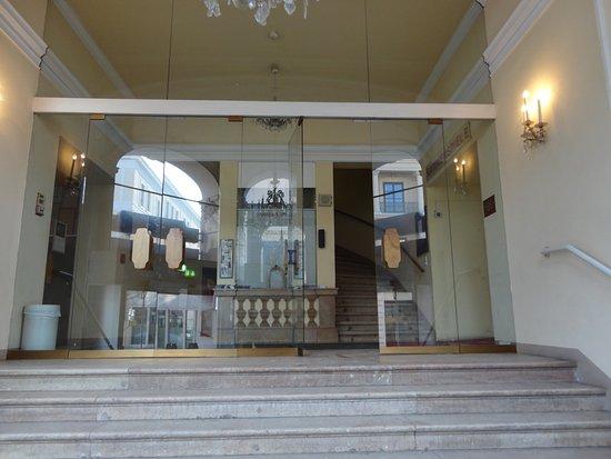 Salzburger Marionetten Theater: まだ、開館までには時間があります