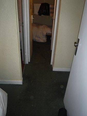 Chalet Hotel Berangere : Dirty carpets throughout