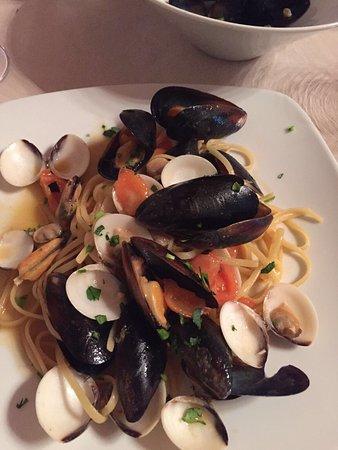 Brusimpiano, Italia: Spaghetti Allo scoglio