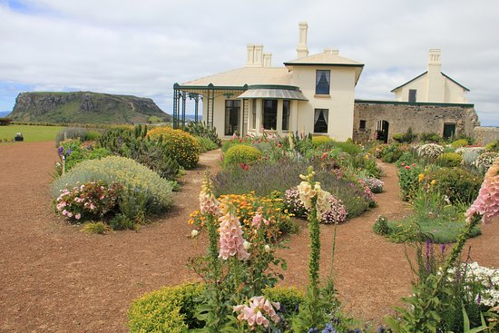 Stanley, Australia: House and garden