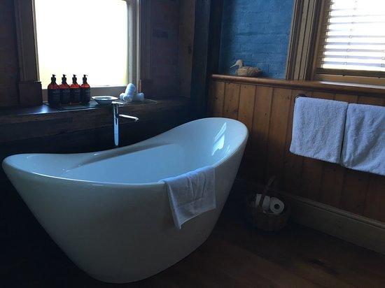 Corinda's Cottages: オーストラリアには珍しいバスタブ