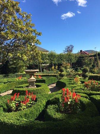 Corinda's Cottages: ホテルのお庭