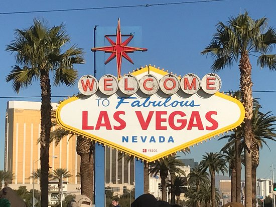le sign picture of welcome to fabulous las vegas sign las vegas tripadvisor. Black Bedroom Furniture Sets. Home Design Ideas