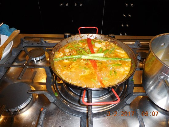 Cook and Taste Barcelona Cooking Classes: Vegetarian paella