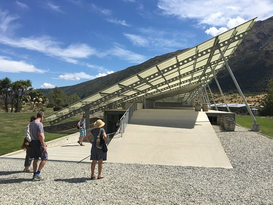 Peregrine Wines: Take a moment to enjoy the award winning architecture