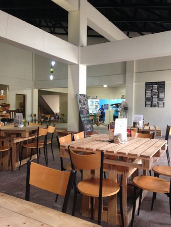 Tanna Coffee Roasting Factory : The cafe'