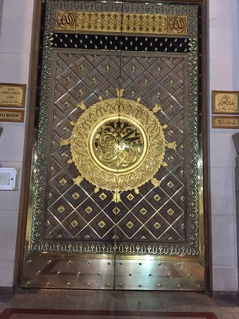 Al-Masjid an-Nabawi The grand gold door entrance & The grand gold door entrance - Picture of Al-Masjid an-Nabawi ...