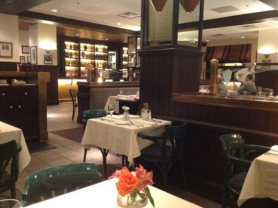 Delancey Street Restaurant : Restaurant and bar area