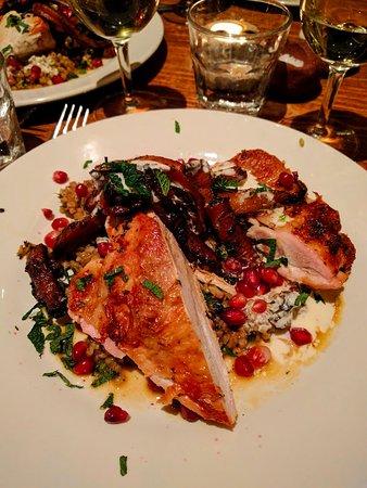 Moro Restaurant: Roasted chicken with roasted carrots, pomegranate molasses, mint and farika