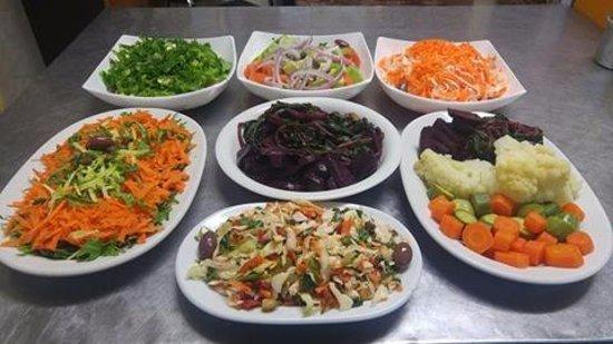 Το Ρεμούτσικο Ταβέρνα: Γιατί το καλό κρέας πρέπει να συνοδεύεται από μια ζουμερή σαλάτα