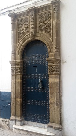Tangier Casbah : One of the very many beautiful doors in the Kasbah neighbourhood.