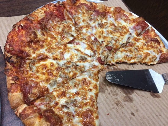Oak Harbor, OH: A little Glimpse of what the pizza looks like.We try to limit crust and sauce completely to the