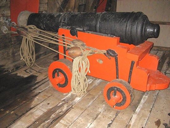 Bataviawerf, heel wat kanonnen aan boord