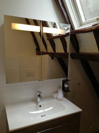 Uitstekende badkamers. - Picture of Uylenhof Hotel, Den Bosch ...