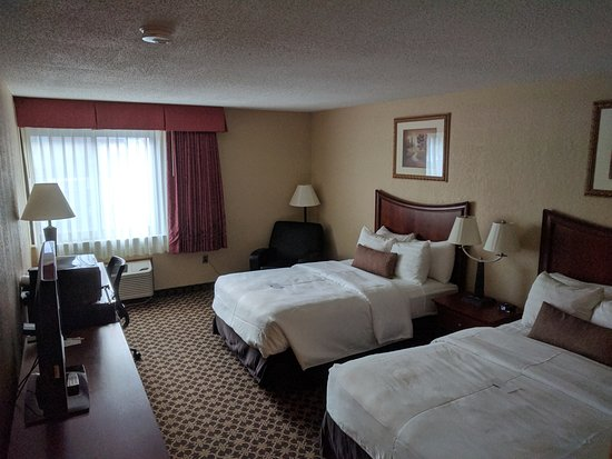 Wooster, OH: Two double beds