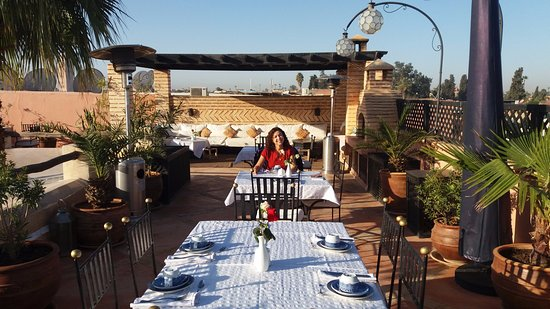 Riad l'Orangeraie: Breakfast at the top roof of the riad
