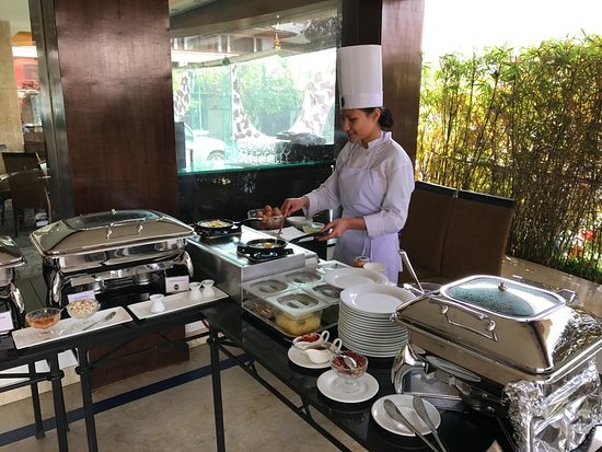 Hotel Annapurna: Breakfast egg station
