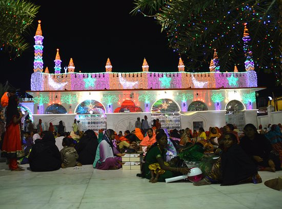 Kadapa, Indie: Decorated dargah at the time of Urs