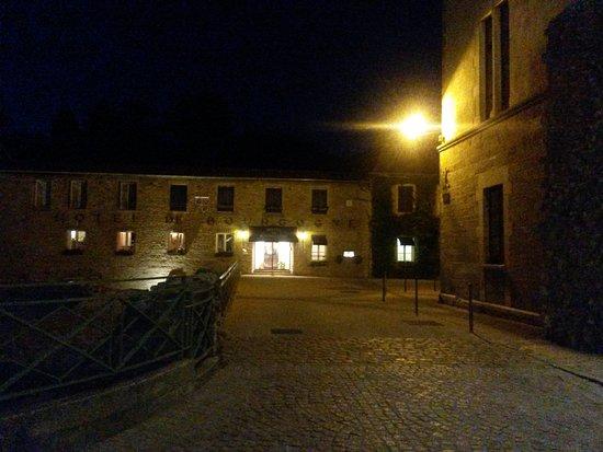 Hotel de Bourgogne: Außenansicht am Abend