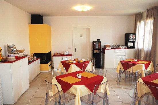 Casa Valentini Terrani : Sala Colazione - Breakfast room