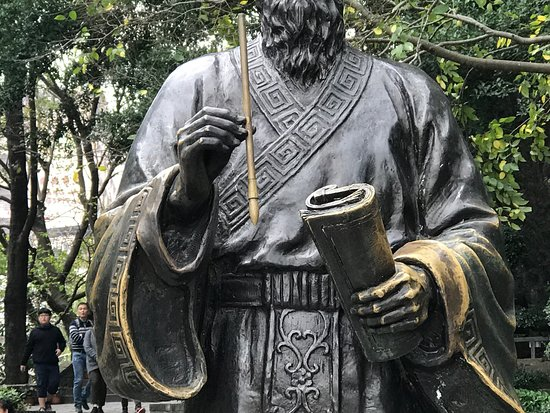 Matteo Ricci Statue