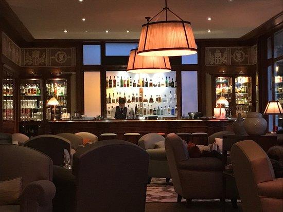 Bar Salon Chaleureux Picture Of Hotel Barriere Le Royal La Baule