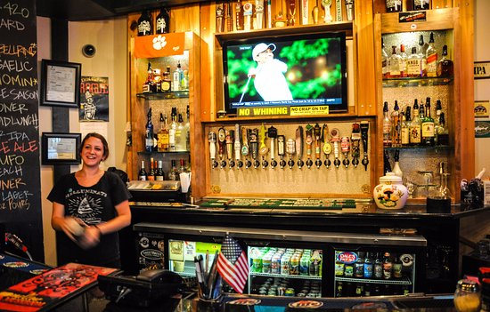 Anderson, SC: Kelsy is awesome behind the bar!
