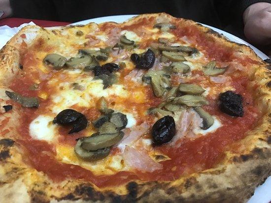 Pizzeria Luna Caprese Sas Di Luna Michelina : pizza capricciosa