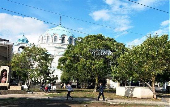 Yevpatoriya: Виден храм