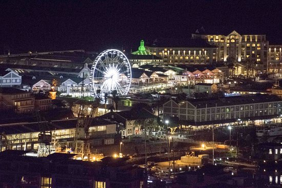 Victoria & Alfred Waterfront: A night shot which I took from my guest house on the hill