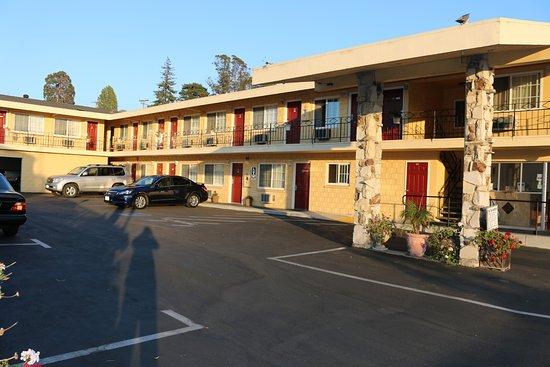 The Islander Motel: Exterior