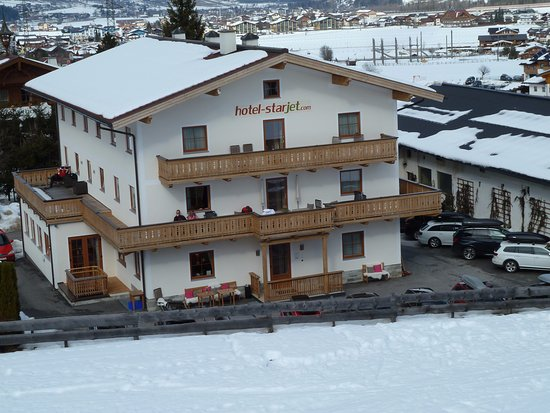 Hotel Starjet : hotel from the ski lift