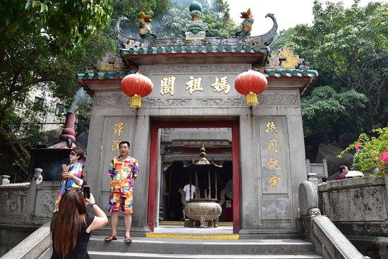 how to go to a ma temple macau