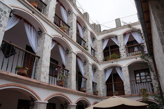 Villa de Tacvnga: kamers rond centraal middenpleintje