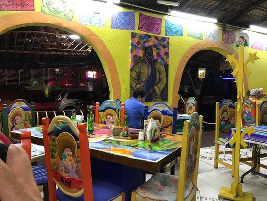 Tamales y Atoles Any: Any's cheery interior!