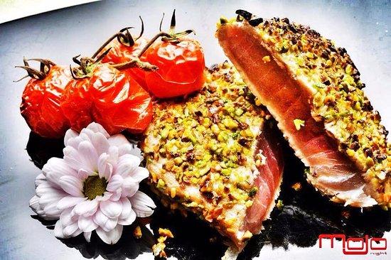 Cost Lounge Bar & Restaurant: filetto di tonno in crosta di pistacchi