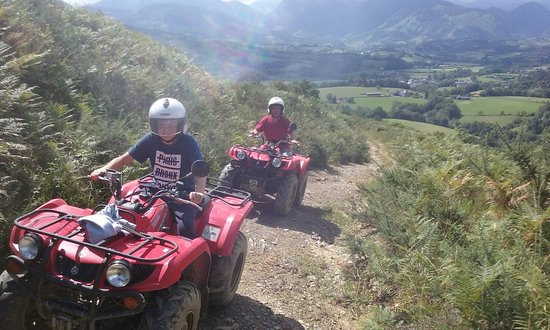 Aramits, France: Quad en pleine nature