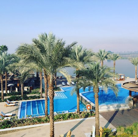 Hilton Luxor Resort & Spa: Pool and Nile view from our room