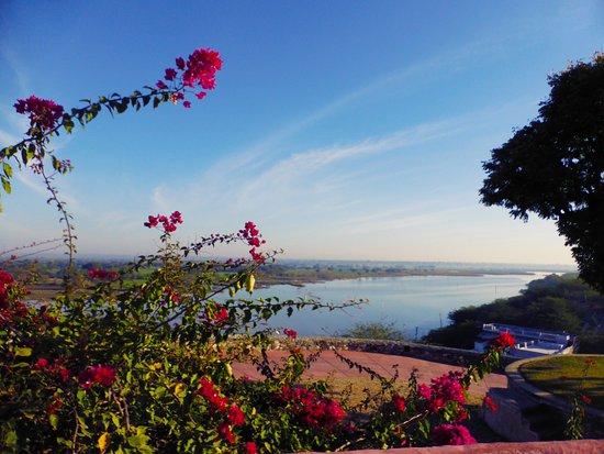 Sardargarh Heritage Hotel: Blick auf den Fluss