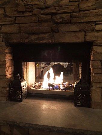 Manasquan, นิวเจอร์ซีย์: Cozy Fireplace