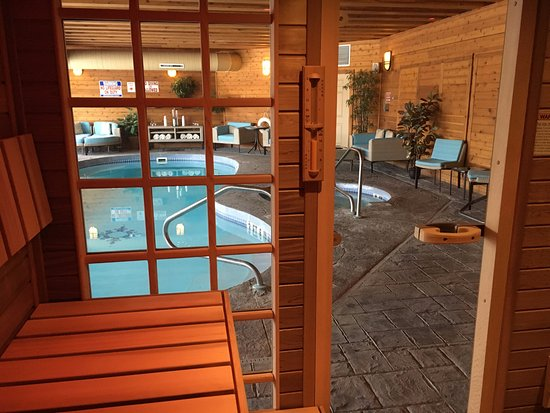 South Sterling, Pensilvania: Enjoy our complimentary amenities such as our Saunalogic Steam Sauna, Salt Water Pool and Hot Tu