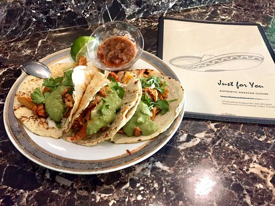Kingston, Нью-Йорк: Delicious tacos, be sure to ask for the homemade tortilla!