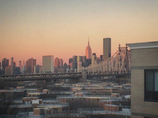 BEST WESTERN Plaza Hotel: Vue sur Midtown East : Queensboro Bridge, Empire State Building, ONU et Trump Towers...