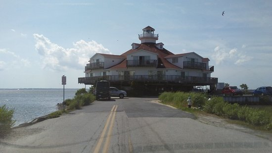 Lighthouse Club Hotel an Inn at Fager's Island: Just gazing at this lighthouse shaped hotel makes one smile!