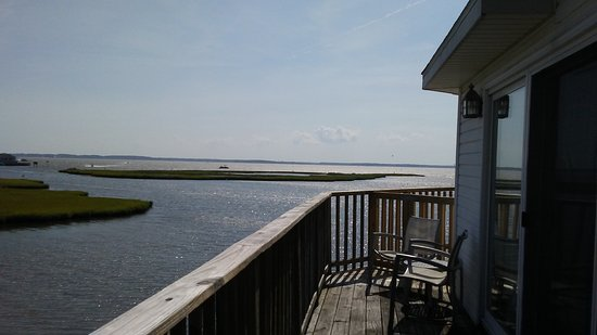 Lighthouse Club Hotel an Inn at Fager's Island: Beautiful view from your bayfront deck! Soooooo relaxing!